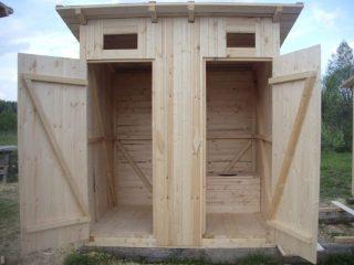 Как правильно построить деревянный туалет на даче