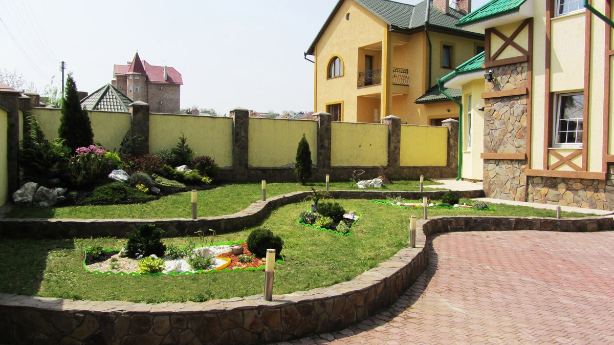 Красивый двор частного дома своими руками: как красиво