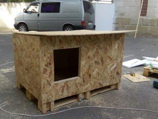 Как сделать будку для собаки из поддонов