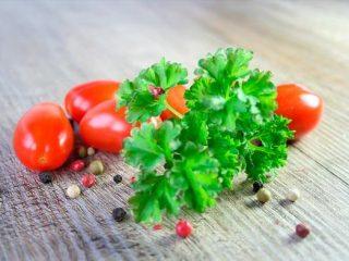 Рецепт помидоров с петрушкой на зиму