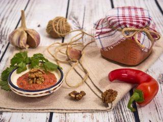 Аджика из томатной пасты на зиму
