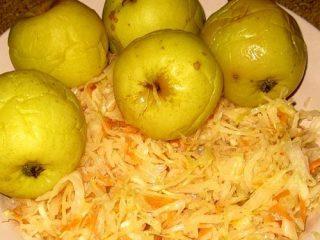 Рецепт моченых яблок с капустой