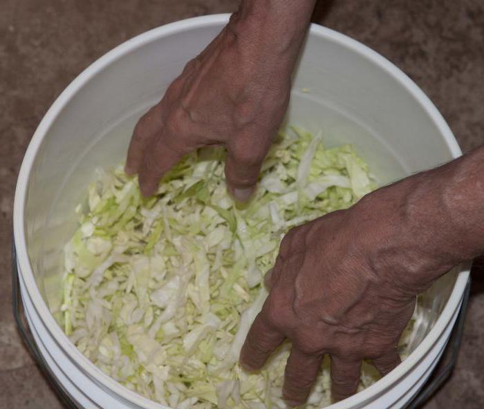Как заквасить капусту в эмалированном ведре