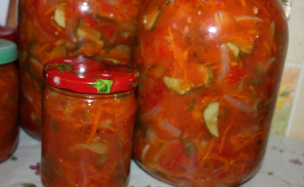 Салат из огурцов на зиму с томатом