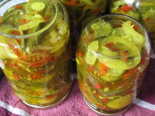 Простой рецепт салата из зеленых помидоров на зиму
