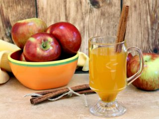 Рецепт домашнего вина из яблок с перчаткой