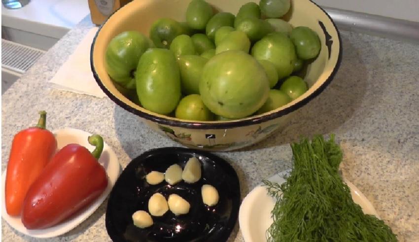 Засолка зеленых помидоров в кастрюле