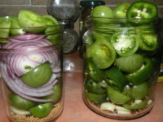 Зеленые помидоры с чесноком без уксуса