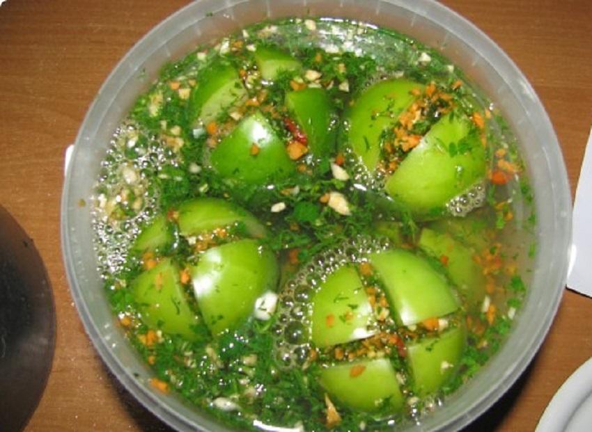 Квашеные фаршированные зеленые помидоры