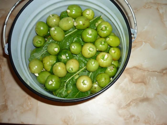 Как солить помидоры простым холодным способом в ведре, бочке, кастрюле, банках? Рецепты зеленых, красных соленых помидоров на зиму