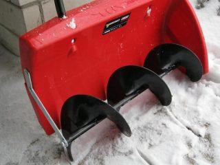 Как выбрать механическую лопату для уборки снега