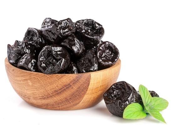 Варенье из чернослива на зиму без косточек, с косточками, рецепт пятиминутка, в шоколаде, с грецким