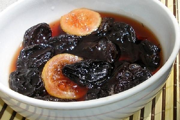 Компот из чернослива на зиму. Рецепт полезного и вкусного напитка