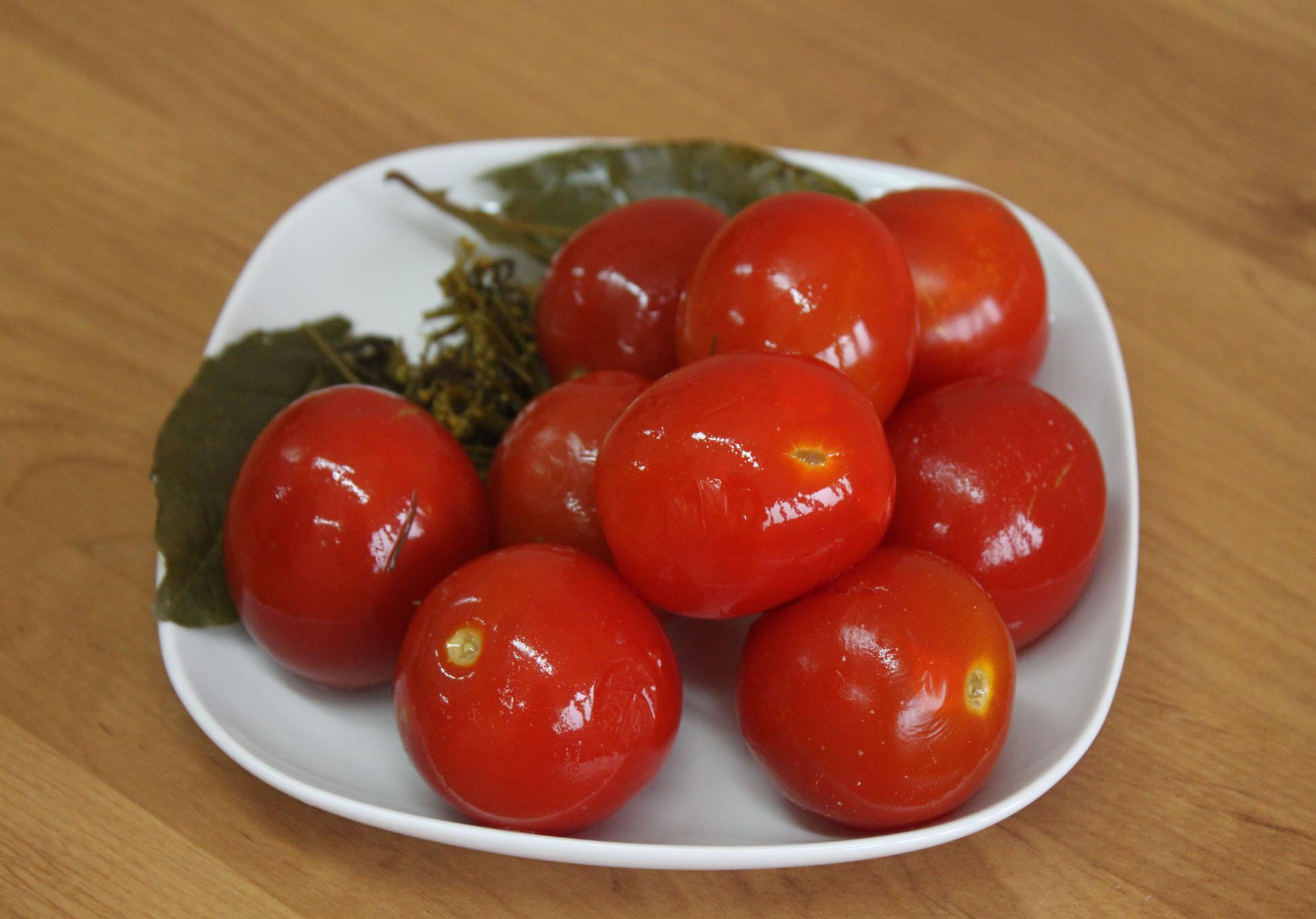 Как засолить зеленые помидоры – 8 рецептов на зиму