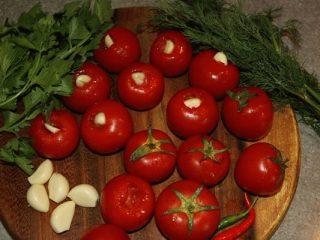 Рецепты помидоров на зиму, маринованных с чесноком