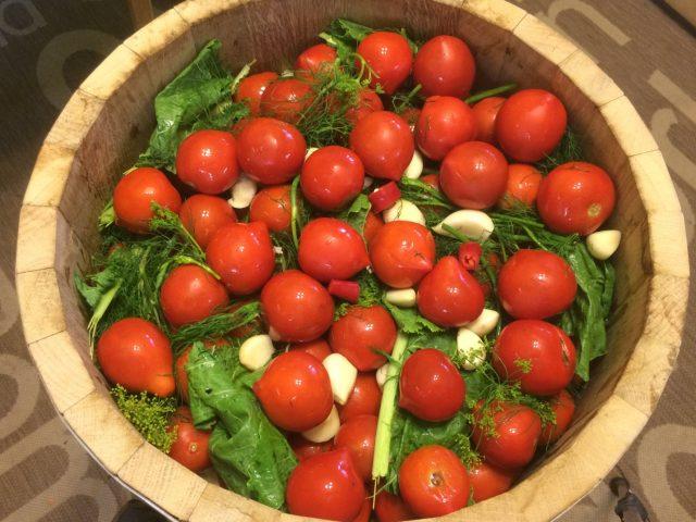 Как сделать квашеные помидоры в ведре