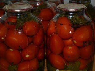 Как посолить помидоры в банках на зиму