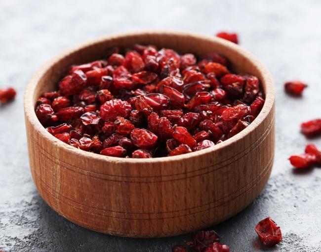 Когда нужно собирать барбарис и как сушить ягоды технология хранения плодов