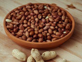 Как жарить арахис на сковороде в шелухе, в духовке, в микроволновке