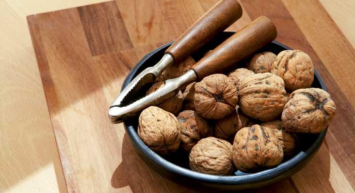 В каком количестве грецкие орехи для кормящей мамы безопасны