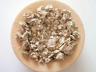 Жмых грецкого ореха: полезные свойства и применение