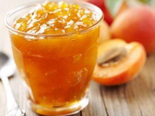 Желе из персиков: 10 рецептов на зиму