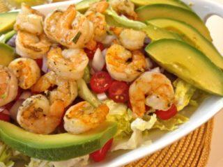 Салат с креветками и авокадо: рецепты с яйцом, рукколой, кедровыми орешками