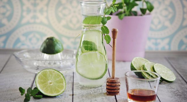 Вода с лаймом как сделать, рецепты с имбирем и медом, польза и вред