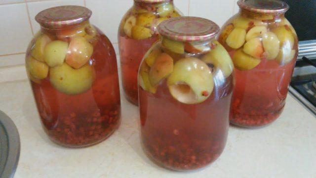 Компот из яблок и черной (красной) смородины рецепты в кастрюле, на зиму, из свежих, сушеных яблок