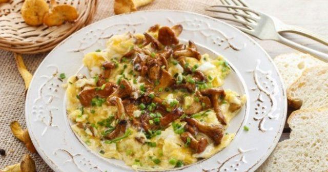 Жареная картошка с лисичками на сковороде, в мультиварке, рецепты, калорийность