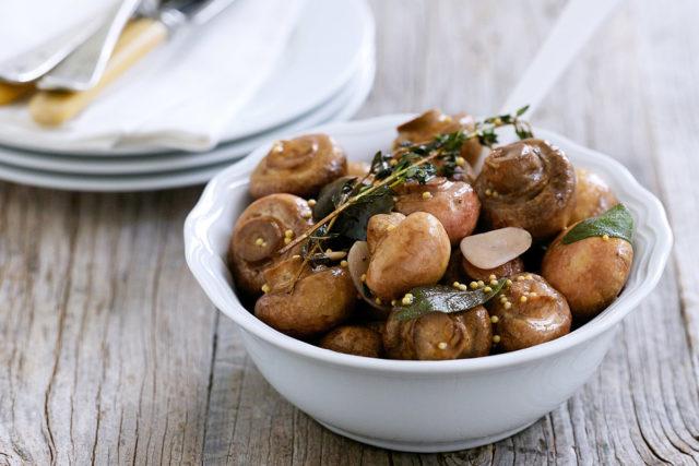 Как пожарить маринованные грибы с луком
