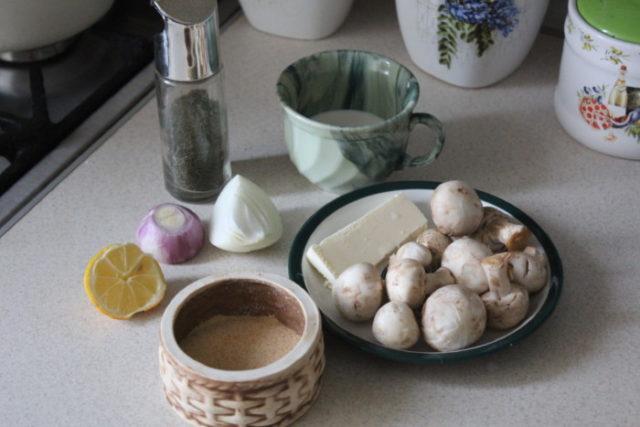 Сливочно-грибной соус из шампиньонов со сливками: рецепты на сковороде, в духовке, в мультиварке    Шампиньоны лук сливки