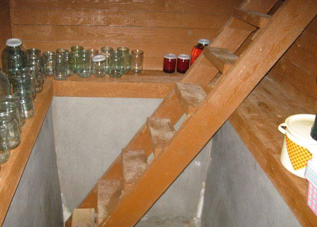 Сделать деревянную лестницу в погреб
