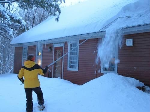 Обязать убрать снег с крыши