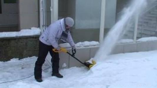 Мини трактор для уборки травы и снега