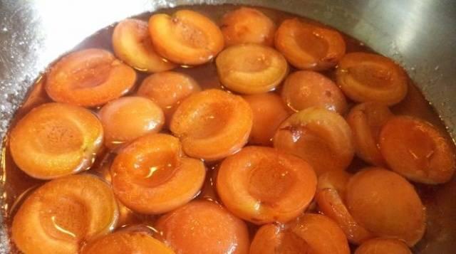 Варенье из абрикосов на зиму без косточек, с косточками, «Пятиминутка», «Янтарное», «Королевское»