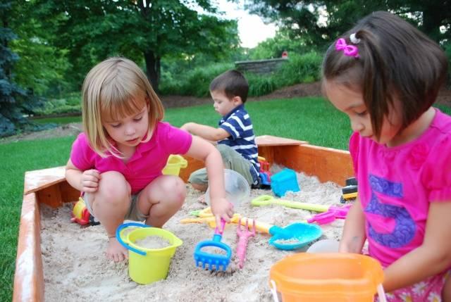 Детская песочница с крышкой для дачи